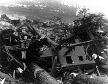 220px-Train_wreckage_from_Wellington_WA_avalanche_cph BRIGHTER